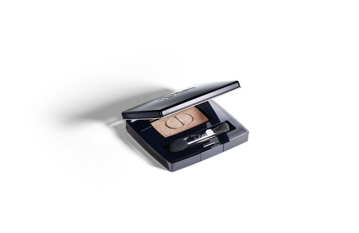 Discover Diorshow Mono by Christian Dior available in Dior official online store. Videos, Professional eye shadow spectacular effects & long wear tutorials and beauty tips on Dior website.