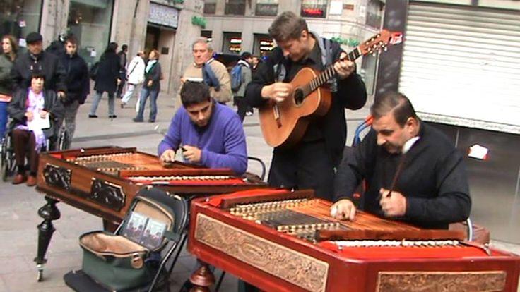 Címbalo Húngaro en la Puerta del Sol Madrid - Hungarian Cimbalon