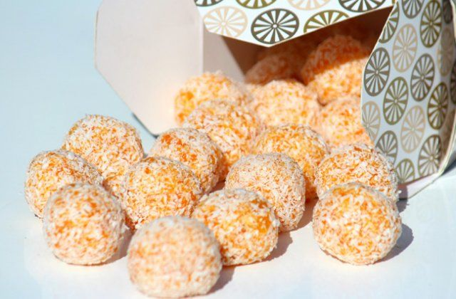 Apricot balls – healthy snacks for kids from Nourish magazine.