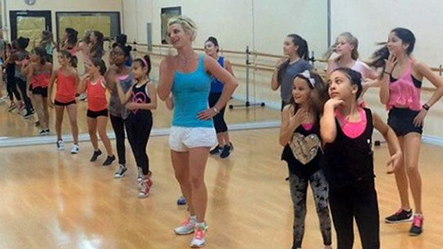 Singer Britney Spears is back to teaching dance classes.Instagram on Saturday to…