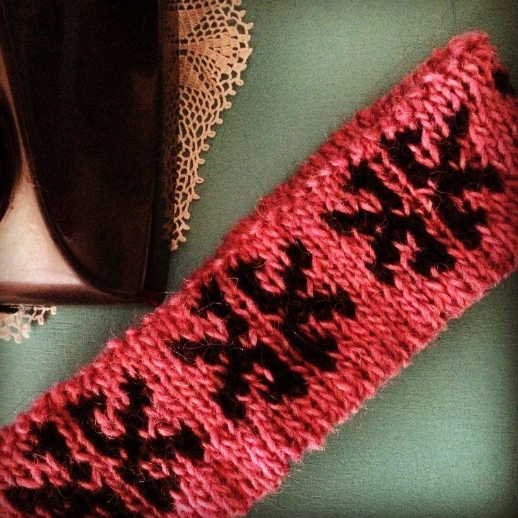 Black and Pink Headband,  Knitted by GözdeSigurðs,  Pattern: Butterfly. // Pembe ve Siyah kulaklık. Desen: Kelebek.