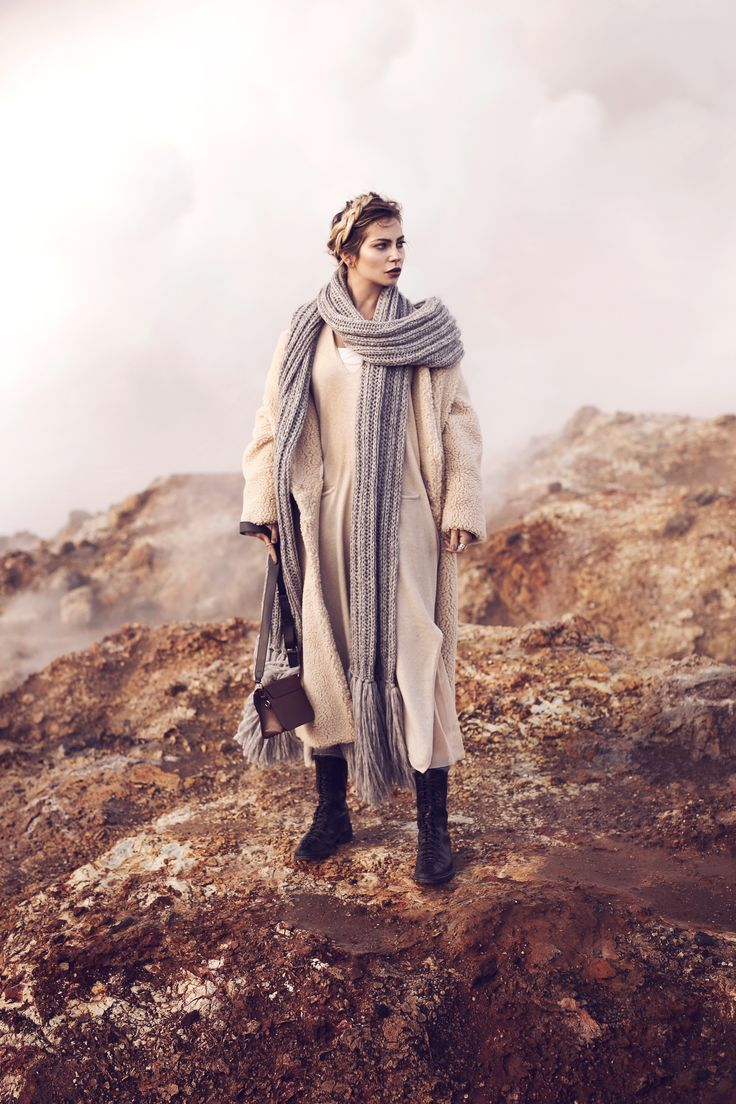 Entschleunigung für immer. | Fashion Blog from Germany. Nude midi kleid+black lace-up midi boots+nude coat+brown shoulder bag+taupe long scarf. Fall Outfit 2016