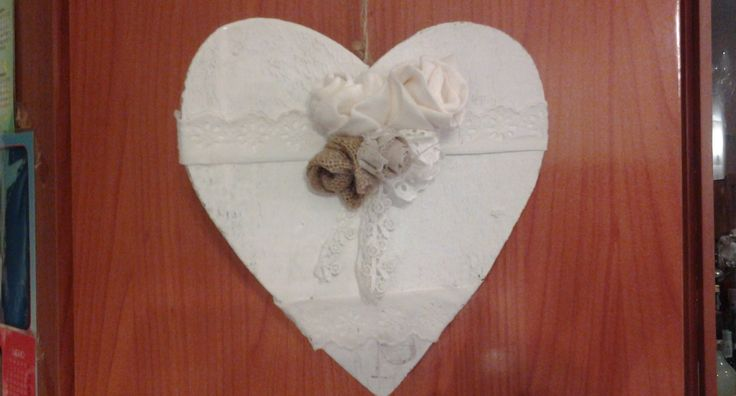 Wooden heart decorated with roses in jute, felt, lace .So shabby so perfect for hanging in the house in day of S.Valentine or in all day of the year !! Follow me on my shop: DeDeHandMade.wix.com/DeDeHandMade  Product available: 18 €   To order write to dedehandmade@hotmail.it
