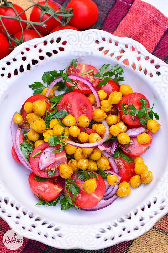 Sałatka z pomidorkami i ciecierzycą curry