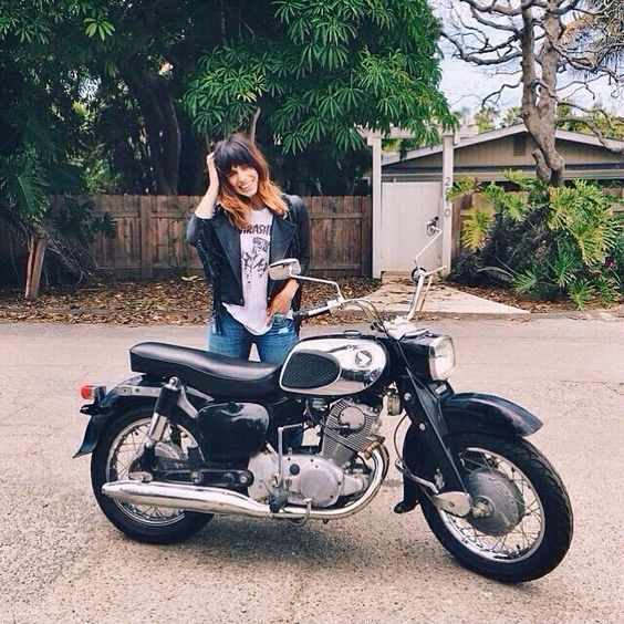 Biker girl ❤️ Women Riding Motorcycles ❤️ Girls on Bikes ❤️ Biker Babes ❤️ Lady Riders ❤️ Girls who ride rock ❤️t