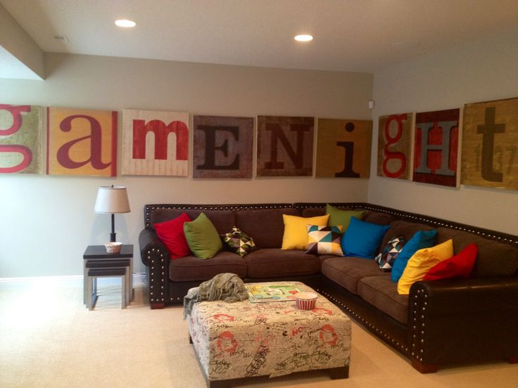 Fun family room decor home fun family room wall art - Decorar paredes facil ...