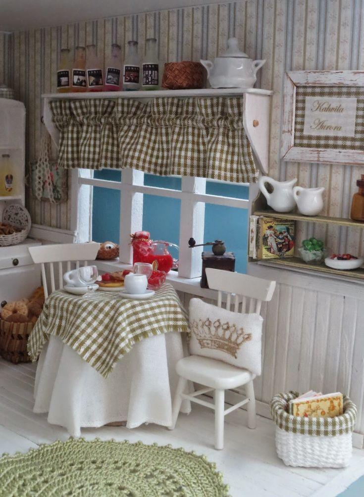 Маревен кукольный дом: кафе Аврора, shabby chic Puppenhaus-Küche mit grün weiß karierten Vorhängen