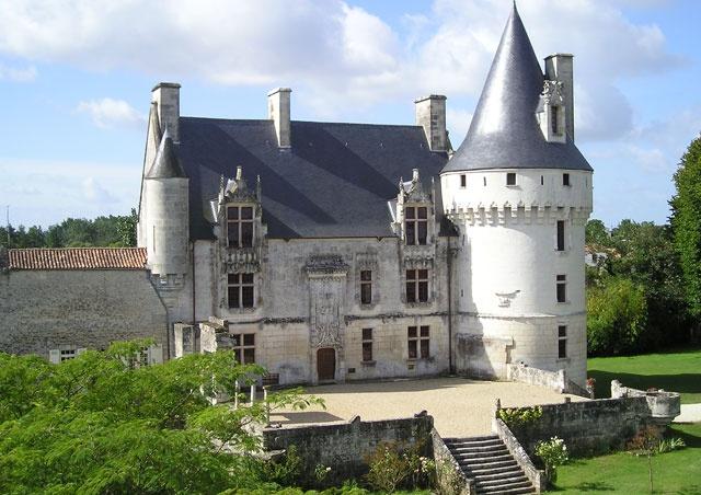 Chateau de Crazannes en France
