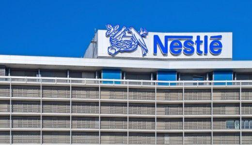 Nestlé negli spot tv consiglia di consumare prodotti con olio di palma, ma il parere del Comitato scientifico della multinazionale è diverso