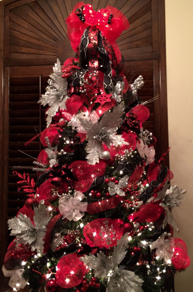 Red black and silver christmas tree with mesh mesh for Red christmas decoration ideas