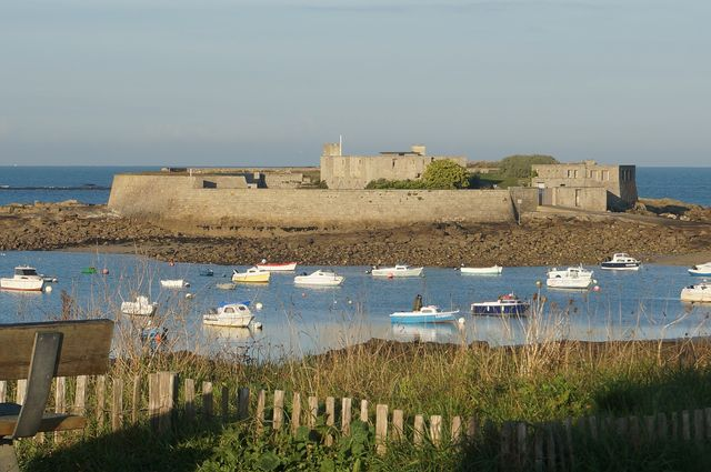 Islas Privadas de Ensueño ¿Vivir en una fortaleza histórica en una #isla privada? Es posible en #Bretaña. http://bit.ly/28WKgHx