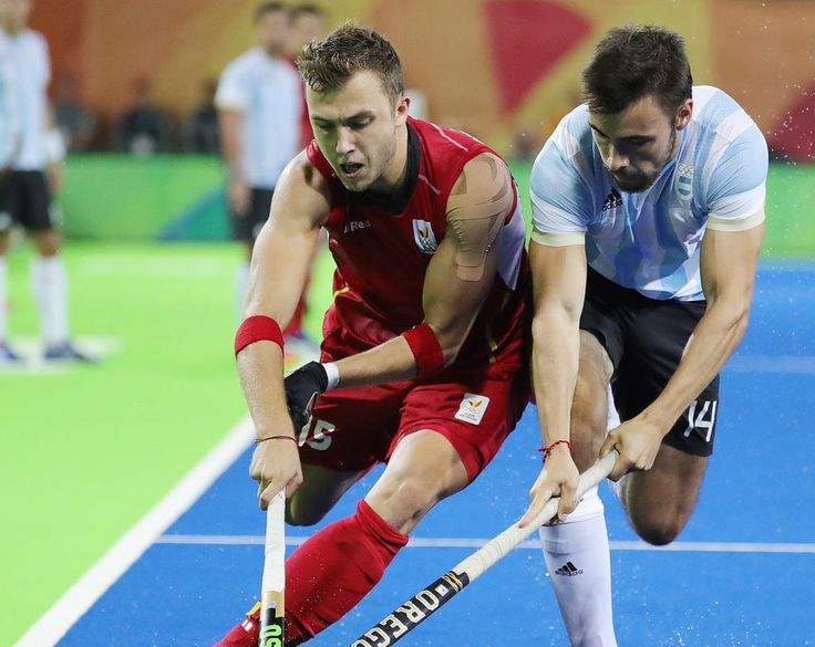 Belgium's Emmanuel Stockbroekx (L) and Argentina's Luca Masso (R) in action during (1024×815)
