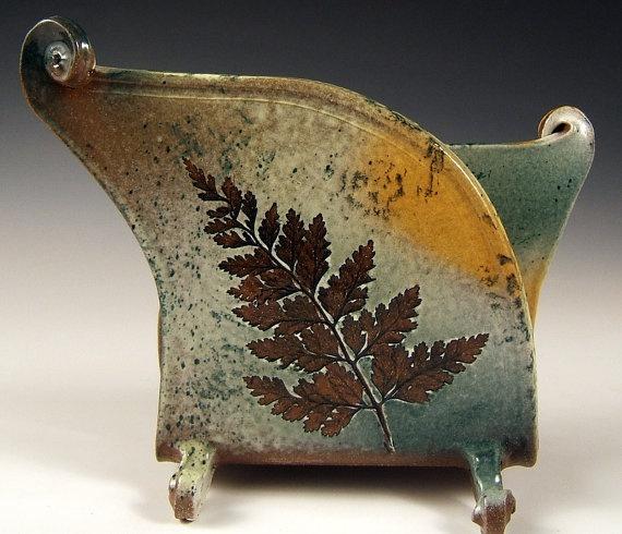 napkin/letter holdergreen leaf stoneware like the leaf impression and the shape