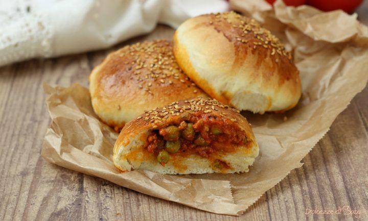 Ravazzate al forno morbidissimi panini ripieni di ragú della rosticceria siciliana