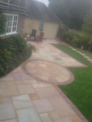 Amazing Circular Patio Incorporated Within A Larger Patio To Add Interest And Shape.