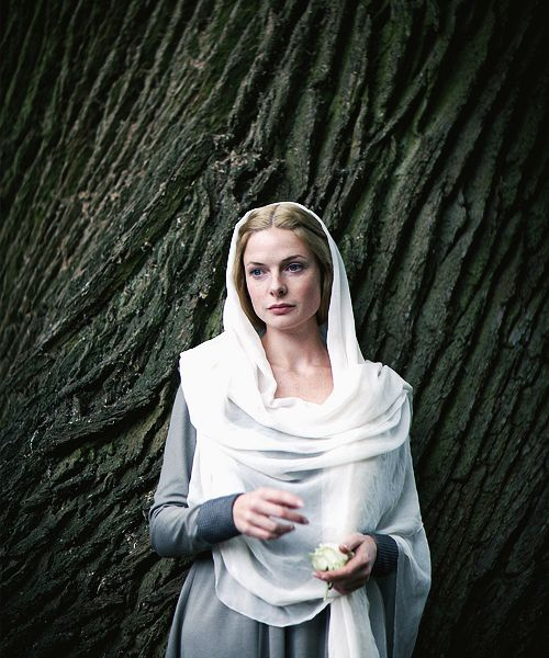 Rebecca Ferguson as  Elizabeth Woodville in The White Queen - 2013 miniseries BBC