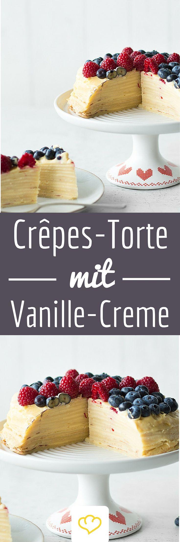 Crêpes-Torte mit Vanille-Creme und Beeren. Wenn du auch der Meinung bist, dass man von Pfannkuchen einfach nicht genug bekommen kann, dann bist du 1. nicht allein und hast 2. endlich deinen Pfannkuchentraum gefunden. Nicht einer, nicht zwei, gleich ein ganzer Pfannkuchenturm in Form einer hübschen Torte legt beim Kaffeeklatsch einen ordentlichen Auftritt hin.