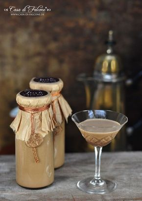 """Espresso- bzw. Kaffeelikör auch bekannt als """"irish cream"""" ist ein perfektes Last-minute Geschenk aus der Küche. Die Zutaten für diesen leckeren Likör hat man (eigentlich) im Haus und in 10 min. ist sc"""
