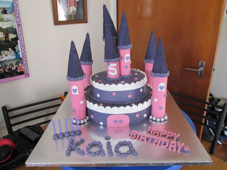 A castle cake that i made.