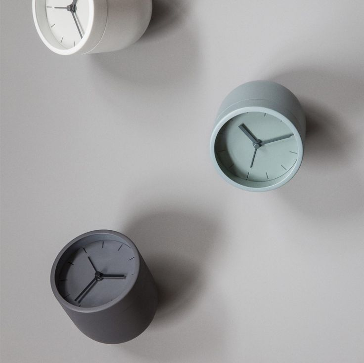 Budík Tumbler Alarm Clock od MENU