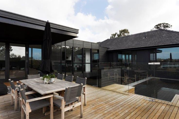 Top deck to cantilevered extension with pool by Lazcon