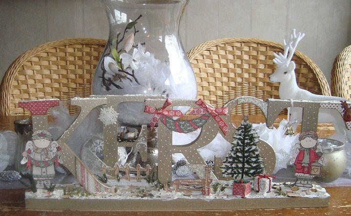 houten letters bewerkt met verf, papier, stempels en heel veel andere spulletjes