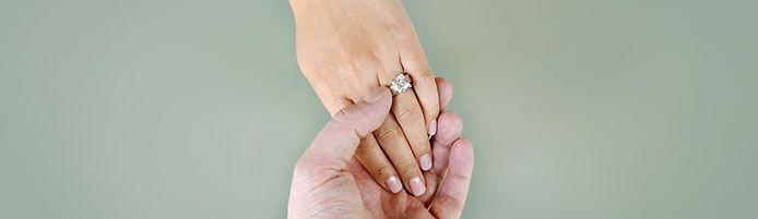 Verlobungsringe: Welche Hand ist die Richtige?