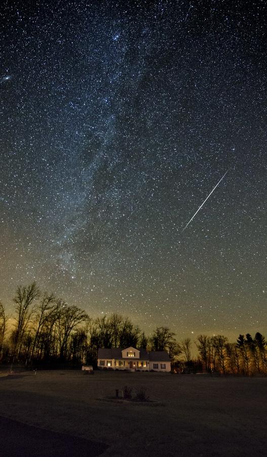 First Geminid Meteor by Philip Alex, via 500px