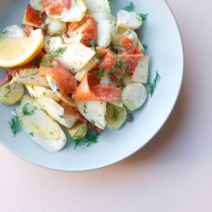 Aardappel witlof salade met gerookte zalm https://ztrdg.nl/recepten/bijgerecht/aardappel-witlof-salade