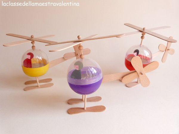 Helicópteros con bolas de plástico y palitos de helado reciclados de La classe della maestra Valentina