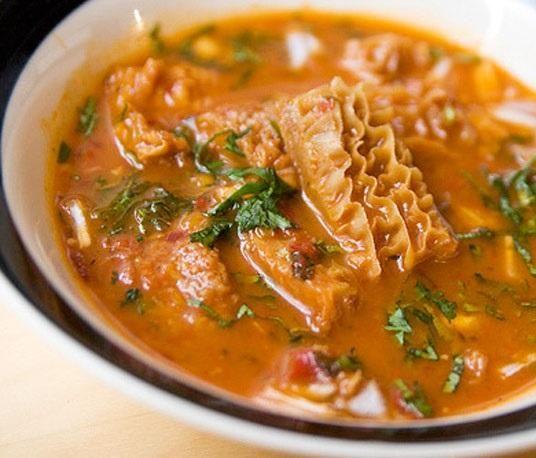 Como fazer dobradinha. A dobradinha é um prato de culinária conhecido por incluir, entre outros ingredientes, o bucho do boi. Tem origem no norte de Portugal, mais especificamente no Porto, e foi difundido por várias regiõe...