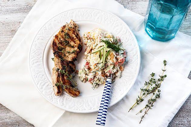 Μπριζολάκια χοιρινά ή μοσχαρίσια με καλοκαιρινή ρυζοσαλάτα