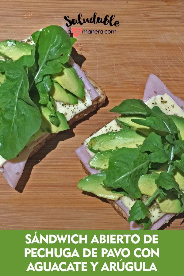 Un sándwich abierto puede ser una estrategia inteligente si tu objetivo es bajar de peso, reducir el consumo de carbohidratos o si simplemente quieres ser un poco más saludable.  A los sándwiches abiertos le podemos rellenar con otros ingredientes sin sentir que le estamos añadiendo más calorías o grasa. Sandwiches, Relleno, Avocado Toast, Breakfast, Food, Goal, Turkey Breast, Healthy Breakfasts, Avocado