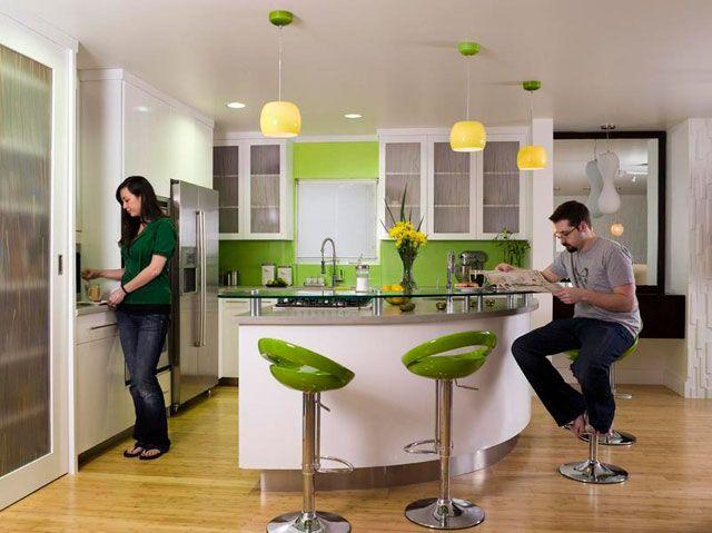 интерьер кухни в стиле кафе с барной стойкой