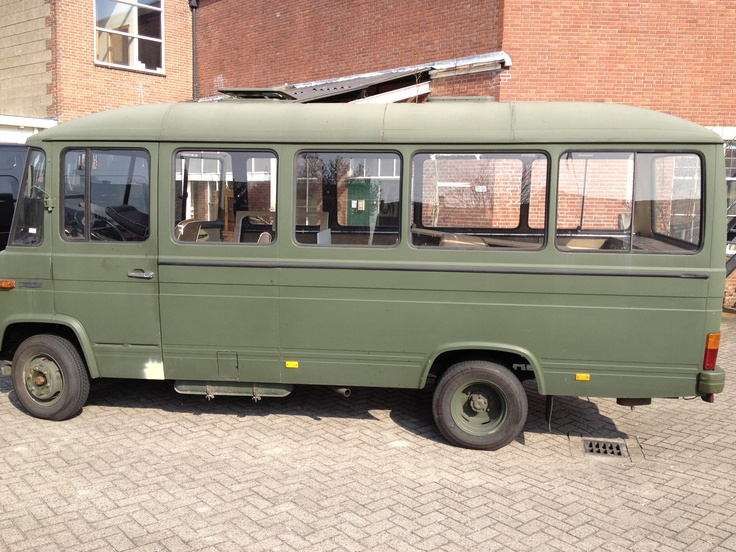 camper oldtimer mercedes o309d 1978 gekocht als 18 persoons legerbus met als doel zelf. Black Bedroom Furniture Sets. Home Design Ideas