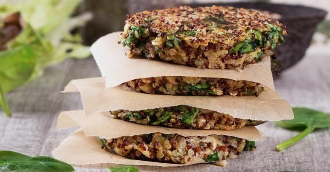 Recette de Steaks de quinoa Croq'Kilos aux épinards et tomates séchées. Facile et rapide à réaliser, goûteuse et diététique.