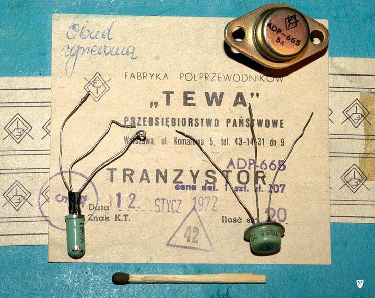 Germanowe tranzystory stopowe Tewy na tle opakowania: małej mocy TG2, średniej mocy TG55 (seledynowe) z początku lat sześćdziesiątych, oraz metalowy tranzystor dużej mocy ADP665 z 1972 r.