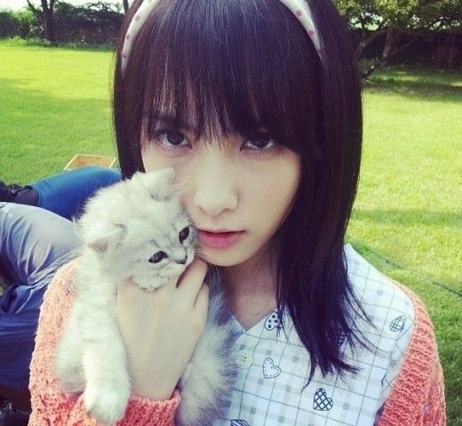 "KARA ジヨン、子猫とのセルフショットを公開""荒々しい眼差し"" - ENTERTAINMENT - 韓流・韓国芸能ニュースはKstyle"