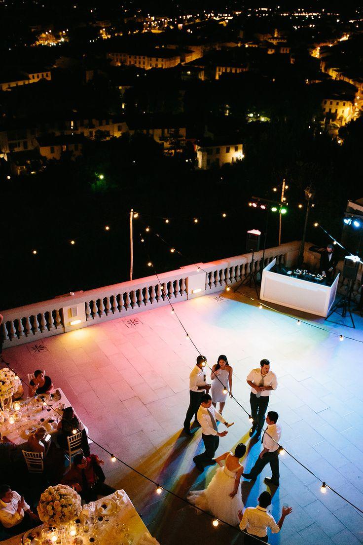 ALMA PROJECT @ Villa La Vedetta - Bulbs Lighting - Eva Console White - Terrace Dinner - Julian Kanz Photography - Event by italianweddingevent.com