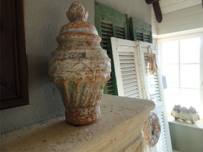Brocante Pinnacle in beautiful aged State!   Terracotta material. Height 35 cm, diameter 19 cm!