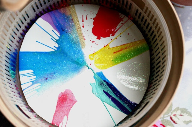 geweldig idee: waar is mijn sla centrifuge?Create with your hands: Baby Play: Colours Spin Art Mobile
