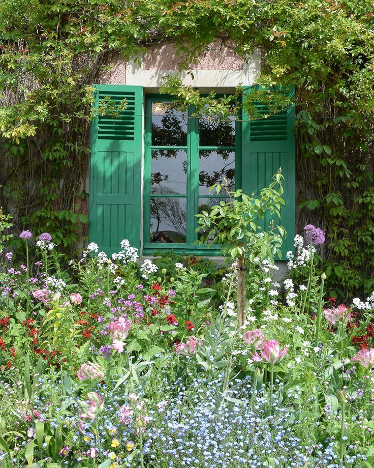 Primavera en Giverny: los jardines de Monet y la más maravillosa explosión de flores y colores / Vero Palazzo - Home Deco Monet, Arch, Exterior, Outdoor Structures, Palazzo, Barbie, Windows, Gardens, Husband