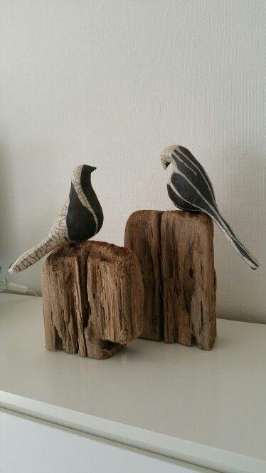 Vogels, raku gestookt op drijfhout uit de Thunersee
