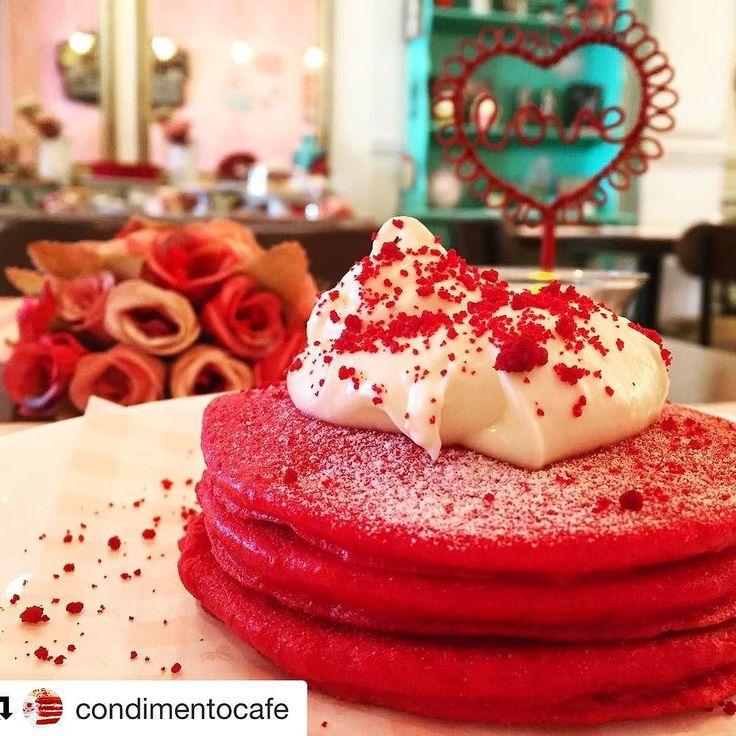 Hoje é Valentine's Day o dia dos namorados nos EUA e a @condimentocafe serve panquecas de Red Velvet até às 19h  Sorte de quem estiver pela região do Tatuapé