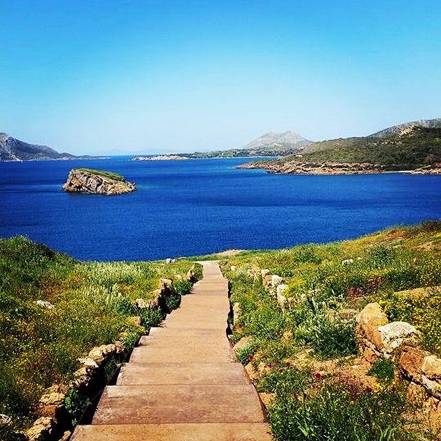 The stairs to infinity... #Sounio #TempleofPoseidon #KeyTours