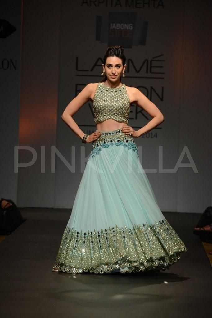 Karisma Kapoor walks for Arpita Mehta at LFW 2014 | PINKVILLA