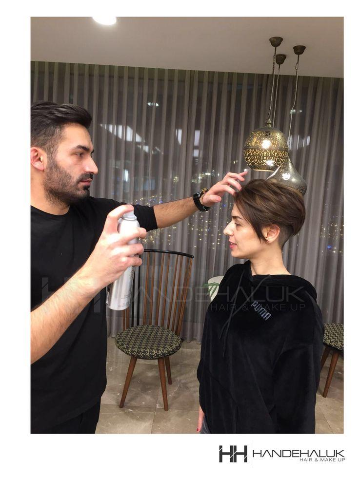Kısa saçların da vazgeçilmezi olan Aveda Control Air ile saçlarınız sertleşmeden gün boyu ilk andaki kusursuzlukta!  #HandeHaluk #ulus #zorlucenter #hairstyle #hairlife #hairideas #hairstylists #Avedacontrolair #avedahairstylist #Avedasalon