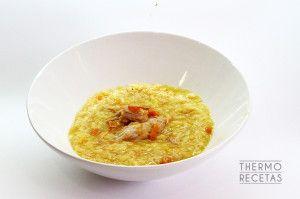 Un arroz con pollo, meloso y ligero, suave pero sabroso y muy rico, ya veréis. Resuelve la comida con un plato único, de los de toda la vida.