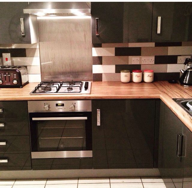 White Gloss Kitchen Grey Worktop: Woodbury Anthracite Kitchen And Walnut Worktop From