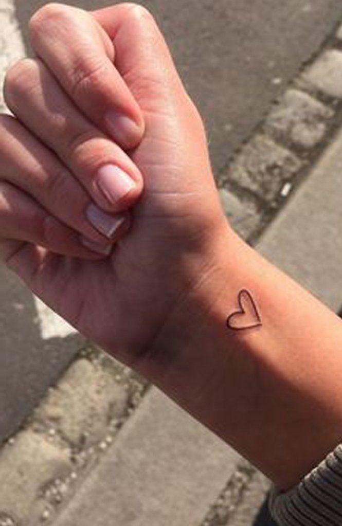 Tiny Small Minimalist Heart Outline Wrist Tattoo Ideas for Women –  Ideas de tatuaje de flores para mujeres – www.MyBodiArt.com